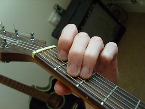 photo of E major guitar chord fingering