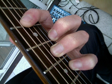 photo of minor D form chord