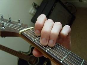 photo of E major guitar chord fingering