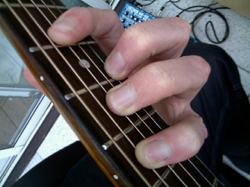 photo of C shape barre chord being fingered