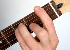 photo of an E shape guitar barre chord