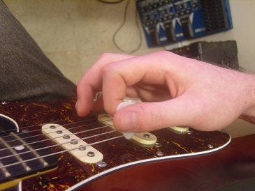palm muting position with fret hand ready to pick